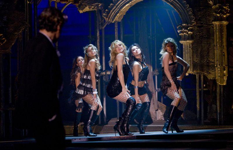 Kate Hudson stars in Rob Marshall's Nine