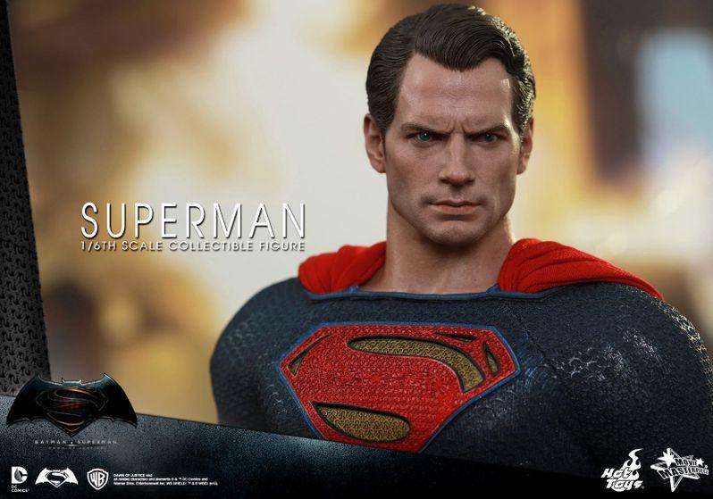 <strong><em>Batman v Superman: Dawn of Justice</em></strong> Hot Toys Photo 24