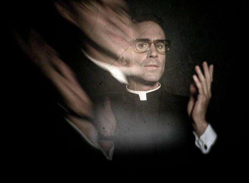 <strong><em>American Horror Story</em></strong>: Asylum Joseph Fiennes Photo