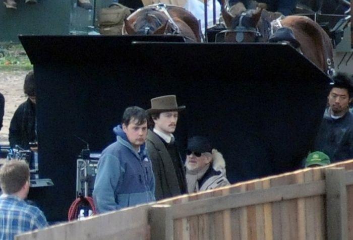 Joseph Gordon-Levitt on the set of <strong><em>Lincoln</em></strong>