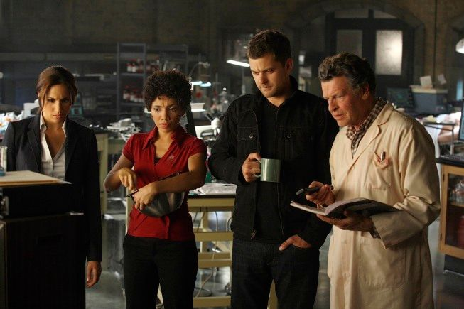Junior Agent Amy Jessup (guest star Meghan Markle, L) is assigned to an investigation with the <strong><em>Fringe</em></strong> Division