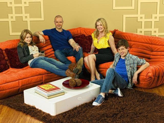 Melissa Joan Hart Talks <strong><em>Melissa & Joey</em></strong>