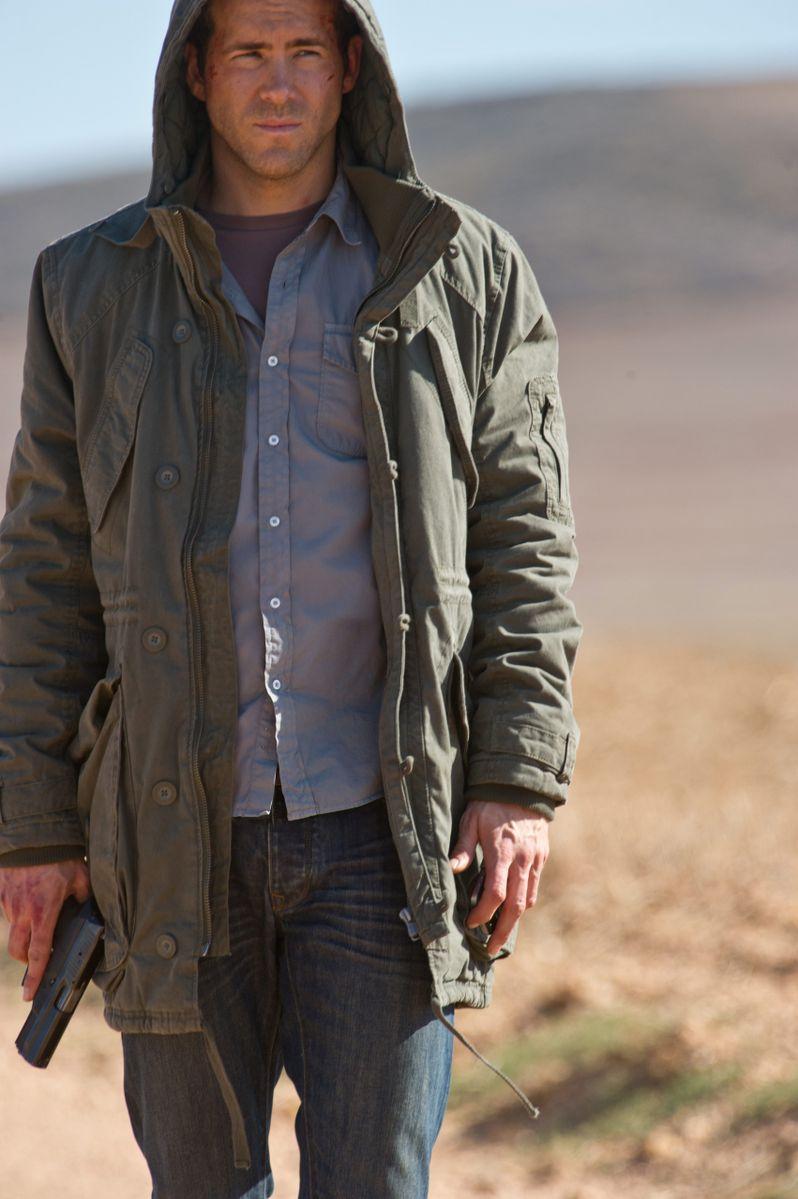 Ryan Reynolds in <strong><em>Safe House</em></strong>