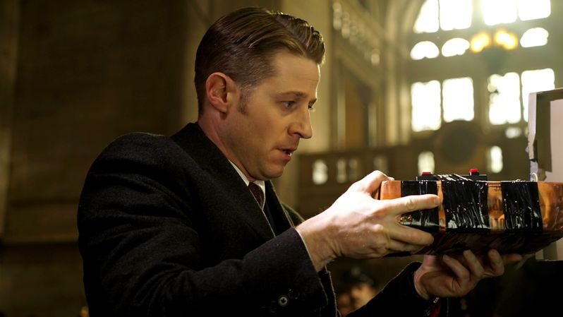 <strong><em>Gotham</em></strong> Season 2 Episode 15 Photo 6