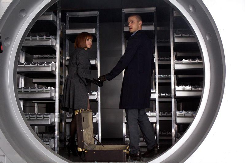 Amanda Seyfried as Sylvia Weis and Justin Timberlake as Will Salas