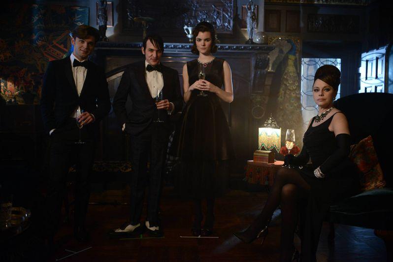 <strong><em>Gotham</em></strong> Season 2 Episode 15 Photo 8